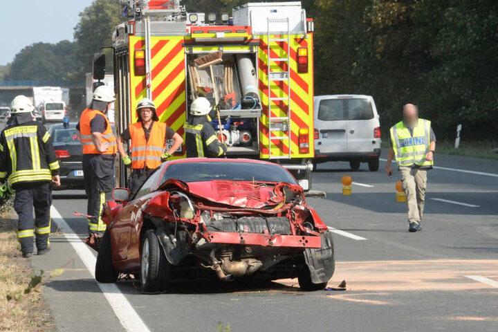 Als die Feuerwehr eintraf, hatte sich der Mann schon selbst aus dem Wagen befreit.