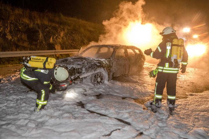 Die Insassen des Fahrzeugs konnten sich gerade noch in Sicherheit bringen.