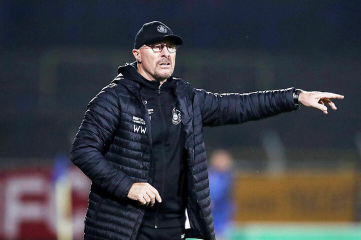 Feierte im ersten Spiel als Trainer nach sieben Jahre Pause direkt den ersten Sieg: Interimscoach Wolfgang Wolf.