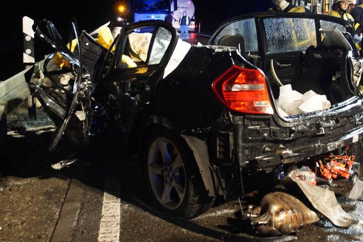 Der BMW-Fahrer erlag noch an der Unfallstelle seinen schweren Verletzungen.
