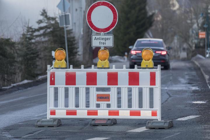 Hier geht nichts mehr: Die Annaberger Straße in Tannenberg muss komplett saniert werden.