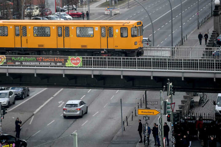 Bereits Mitte Februar standen Bahnen und Busse in der Hauptstadt über Stunden still (Symbolbild).