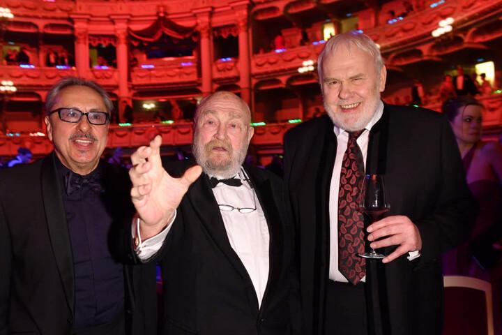 2017, beim 12. SemperOpernball in Dresden, Rolf Hoppe mit Wolfgang Stumph (li.) und Gunther Emmerlich (re.)