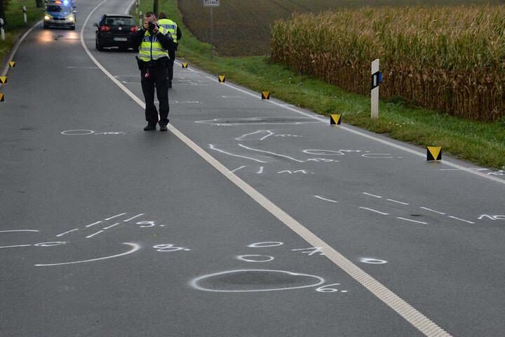 Die Polizei sperrte knapp drei Stunden die Unfallstelle und sicherte Spuren.