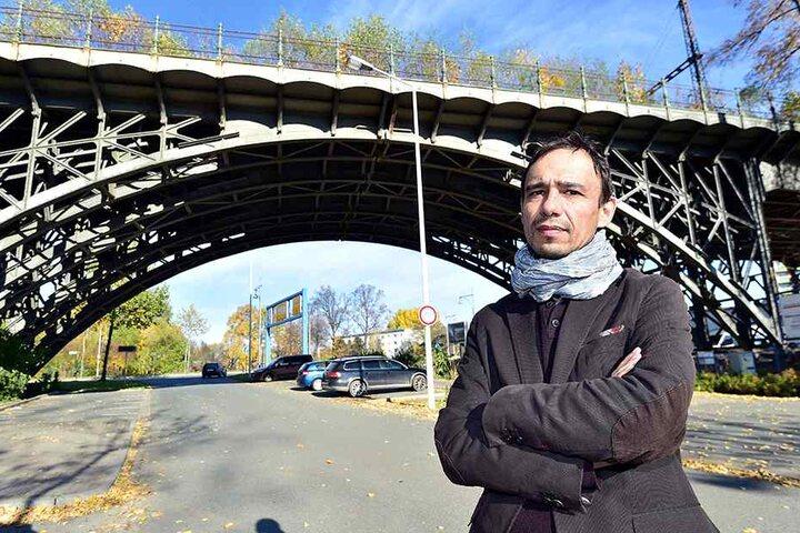 Frank Kotzerke (44) vom Viadukt-Verein ist froh, dass das denkmalgeschützte  Bauwerk an der Annaberger Straße gerettet zu sein scheint.
