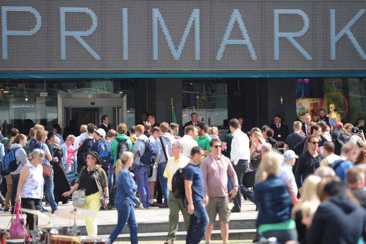 Riesiger Andrang bei der Primark-Eröffnung im Juli 2014 auf dem Berliner Alexanderplatz.
