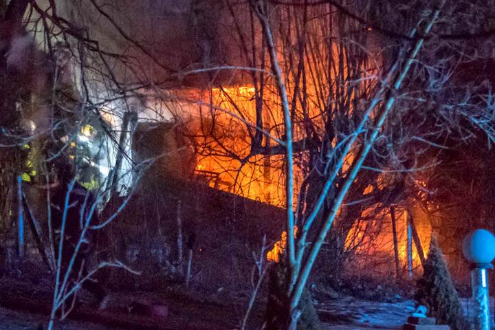 Als die Feuerwehr eintraf, brannte das Gebäude bereits lichterloh.