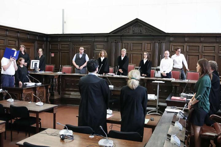 Das Landgericht Hamburg verurteilte den 50-Jährigen (links) zu einer lebenslangen Freiheitsstrafe.