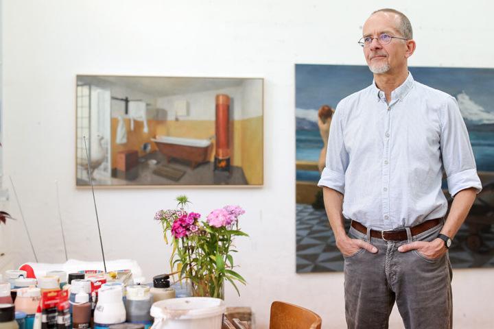 Die Werke von Axel Krause werden allerdings nicht Teil der Ausstellung sein. Dessen Nähe zur AfD und das Verwenden von NS-Vokabular führten letztendlich zur Entscheidung der Veranstalter, Krauses Bilder nicht zu zeigen.
