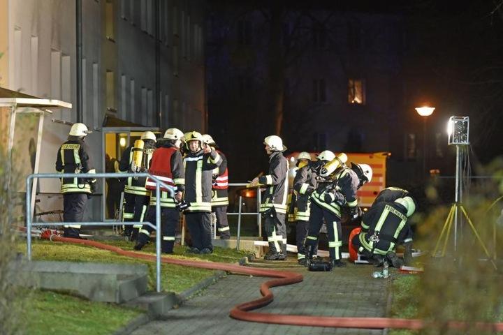 Aus bislang unklarer Ursache kam es im Keller des Wohnblocks zu einem Brand.