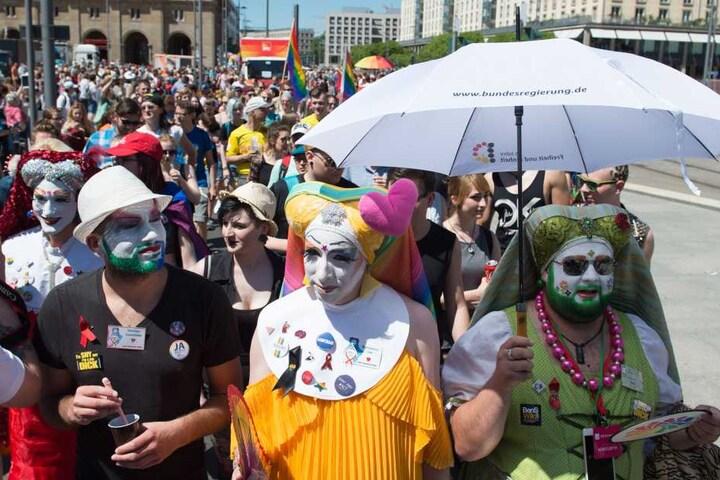 Bei bestem Wetter feierten Lesben, Schwule, Bixsexuelle, Transgender und ihre heterosexuellen Unterstützer für gleiche Rechte und Toleranz.