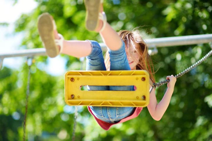 Auf einem Spielplatz sollten Kinder eigentlich sicher sein. (Symbolbild)