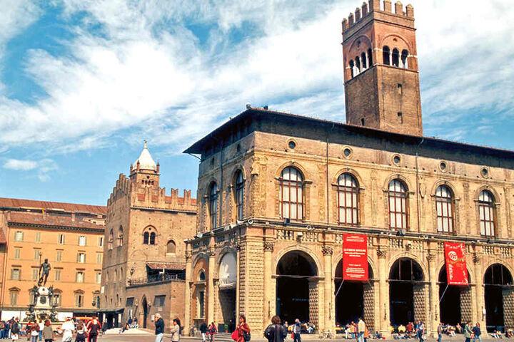 Eigentlich sollte ein Flieger mit Reisenden nach Florenz gelangen. Doch auch Bologna ist ja ein angenehmes und beliebtes Reiseziel.