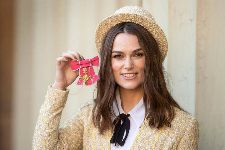 "Den ""Order of the British Empire"" erhielt Keira Knightley verliehen."