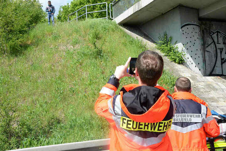 Ein Mitglied der Freiwilligen Feuerwehr fotografierte die Gaffer.