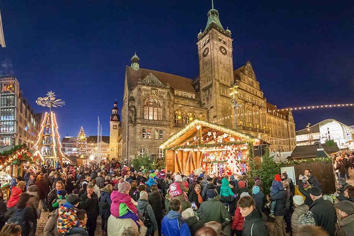 Rund um das Rathaus locken in diesem Jahr wieder mehr als 200 Stände die Besucher an.