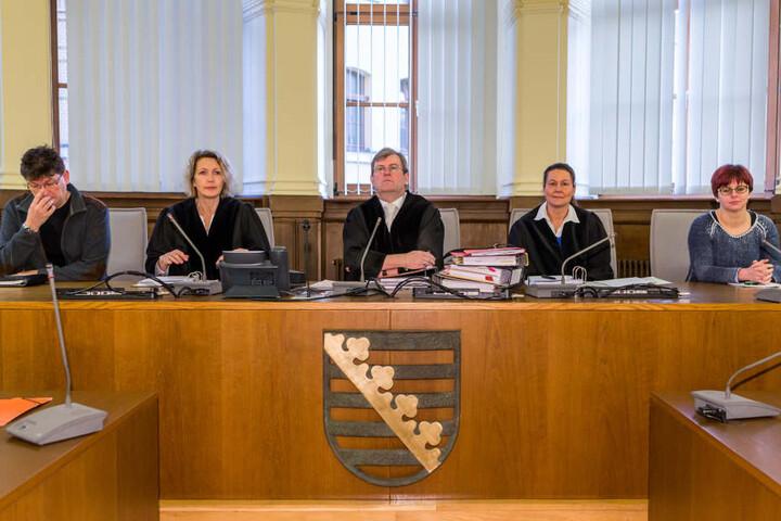 Die Schwurgerichtskammer mit ihrem Vorsitzenden Hans Jagenlauf (Mitte) sah weder ausreichende Belege für einen Mord noch für Töten auf Verlangen. Ihr Schuldspruch: Totschlag.