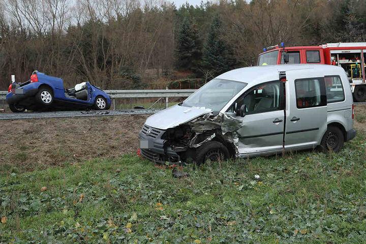 Auch die Insassen des VW Caddy von der Gegenfahrbahn wurden verletzt.