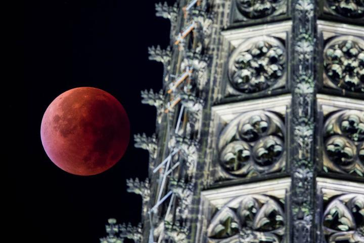 So sah der Mond bei der Mondfinsternis im Sommer in Köln aus.
