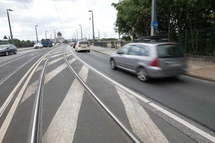 Brennpunkt Marienbrücke: Auf den Gleisen ist es bei Regen rutschig, sie  könnte in Richtung Altstadt komplett einspurig werden.