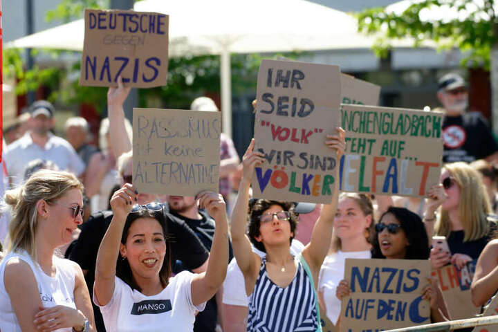 Gegendemonstration bei der Demo in Mönchengladbach.