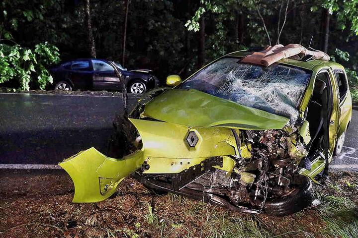 Der Fahrer des Seat wurde mit lebensbedrohlichen Verletzungen ins Krankenhaus gebracht.