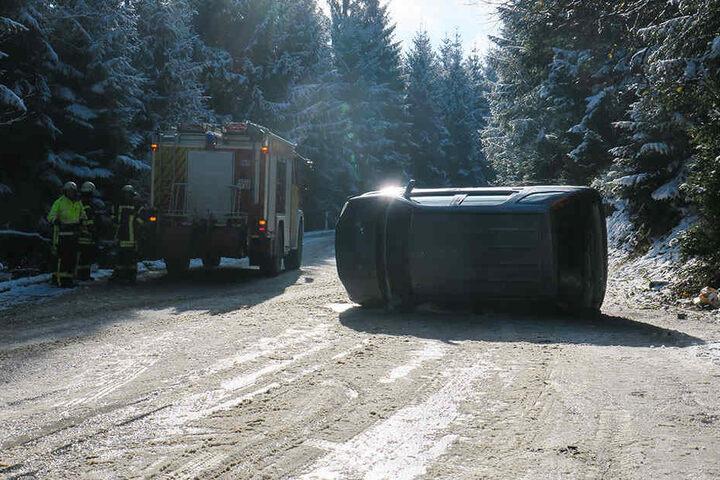 Der Subaru landete auf der Seite.