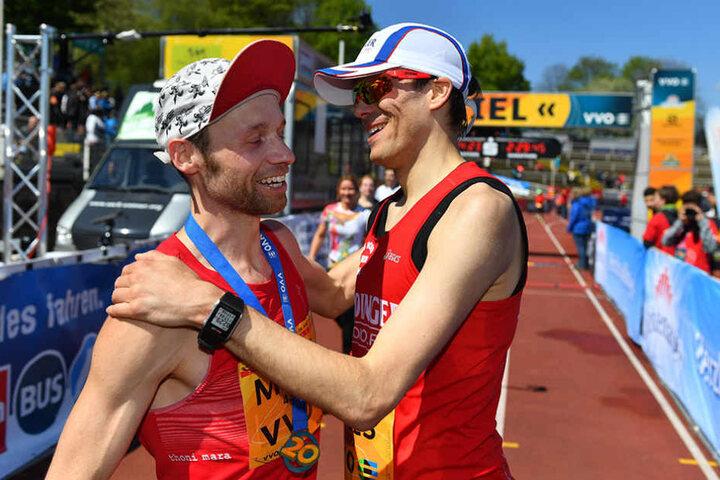 Die besten zwei: Niels Bubel (l.) aus Berlin überquerte als zweit-schnellster Läufer die Ziellinie.