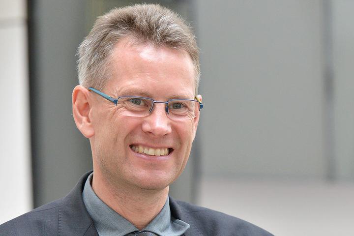 DVB-Vorstand Andreas Hemmersbach (48) freut sich auf den Ausbau der Zentralhaltestelle.