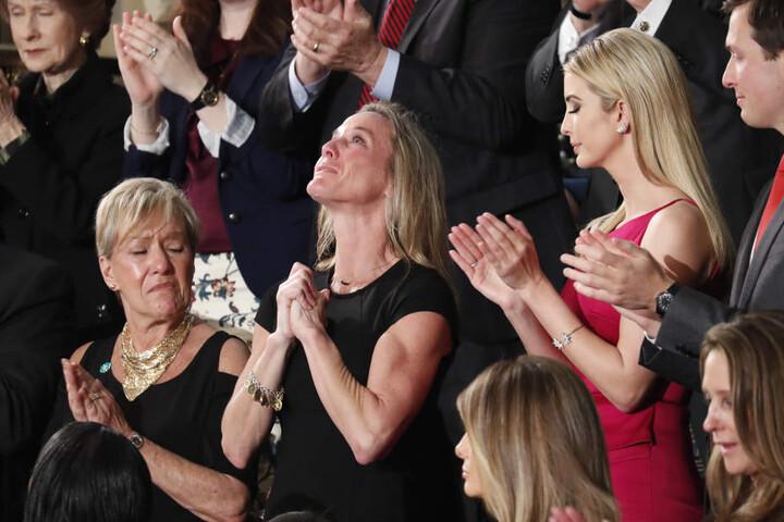 Carryn Owens saß während der Rede neben Trumps Tochter Ivanka und reagierte sichtlich bewegt.