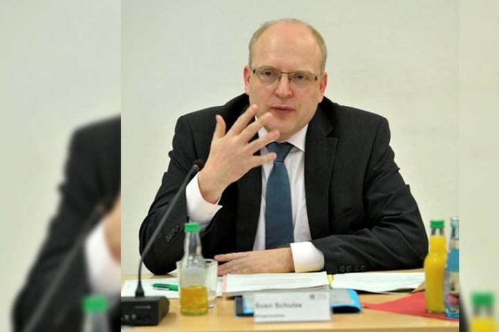 Kämmerer Sven Schulze (44, SPD) muss 43 000 Euro weniger Eintritt verbuchen.