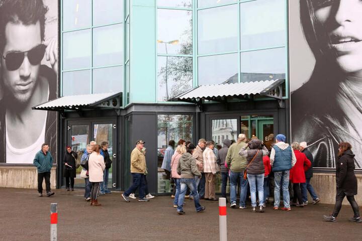 Zur Eröffnung des Outlet-Centers standen die Kunden Schlange.