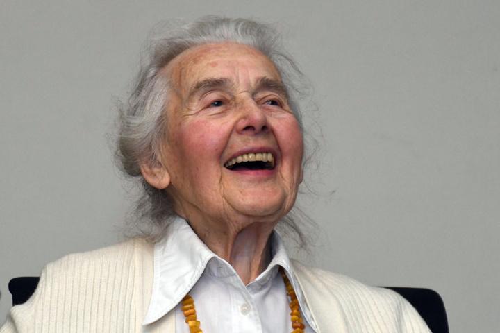 Ein diabolisches Lachen! Im November wurde die Holocaust-Leugnerin zu zwei Jahren und sechs Monaten Haft verurteilt.