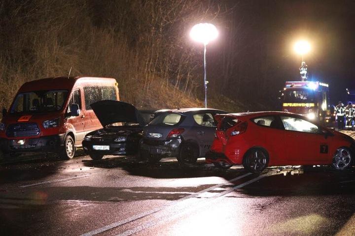 Insgesamt waren sechs Autos an dem Unfall beteiligt.