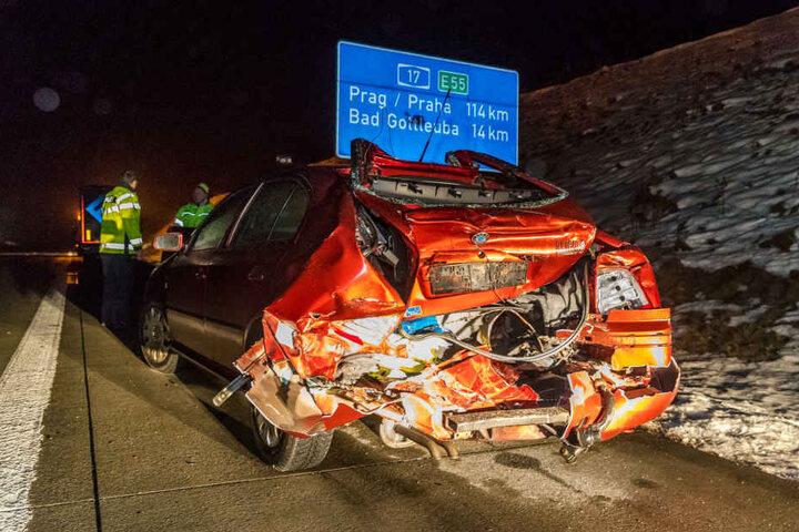 Ein tschechischer 40-Tonner Lkw prallte dabei auf einen vor ihm fahrenden rumänischen Skoda mit Anhänger.