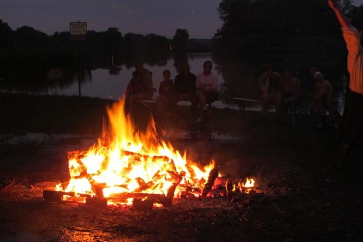 Beachte, dass Du Lagerfeuer auf öffentlichem Gelände vorher immer anmelden musst.