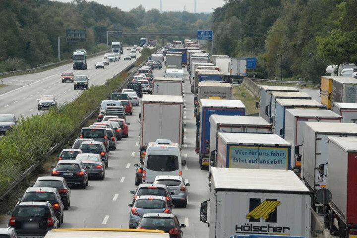 Durch den Unfall staute sich der Verkehr auf einer Strecke bis zu 6 Kilometern.