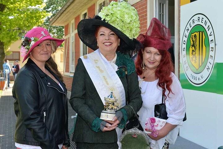 Die Gewinnerinnen des Hutwettbewerbes: Janett Winkler, Christine Riegel, Peggy Ender (v.l.).