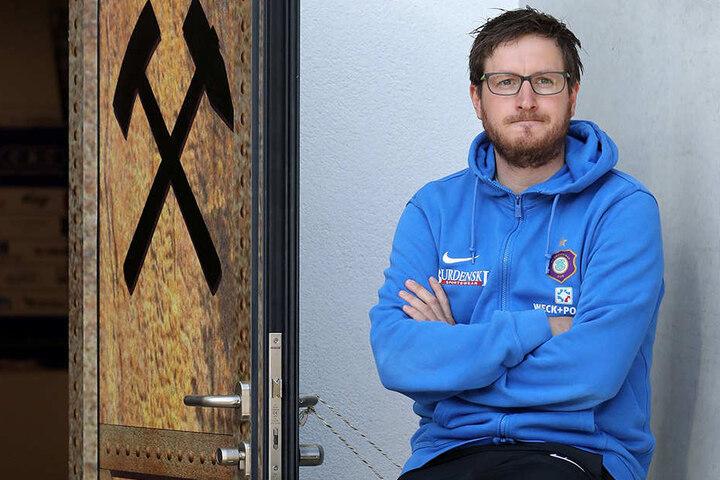 """Die Tür zum Klassenerhalt steht für den FC Erzgebirge weiter offen - Coach Hannes Drews und seine Team müssen """"nur"""" noch durchgehen."""