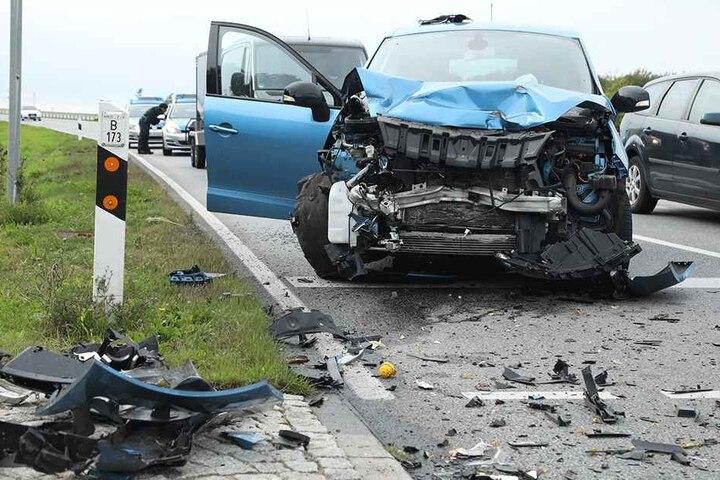 Der Fahrer des Renaults soll laut Zeugen schwer verletzt ebenfalls ins Krankenhaus eingeliefert worden sein.