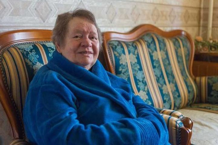 Klaudia Funk (85) konnte sich nur noch mit Bademantel in ihrer Wohnung aufhalten.