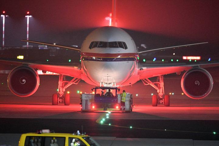 Der Ex-Leibwächter wurde am Freitag von Düsseldorf aus nach Tunesien abgeschoben. (Symbolbild)