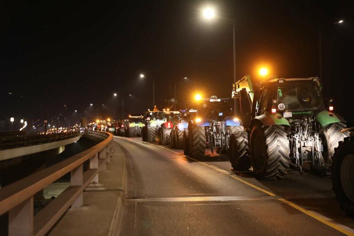 Seit 5 Uhr sind die Traktoren in Dresden angerollt.