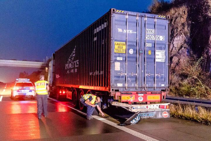 Der 41-jährige Kleintransporter-Fahrer krachte in das Heck des Lkw.