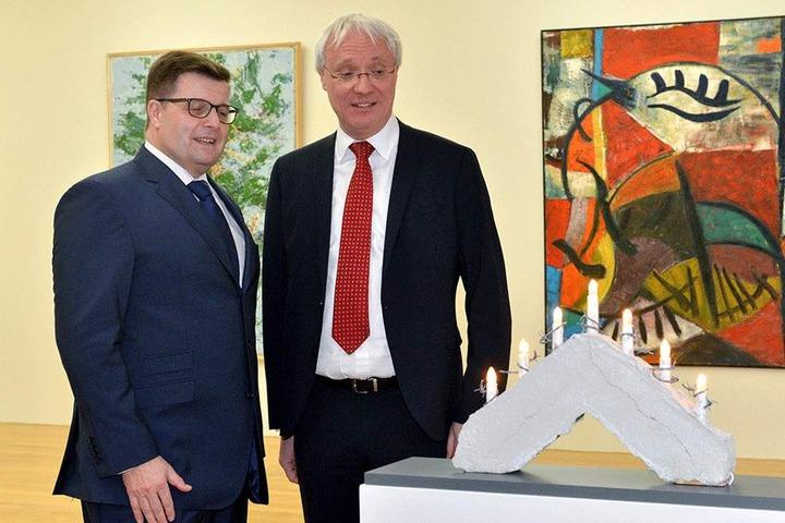 Die Ostsächsische Sparkasse hat das bei einer Auktion gekaufte Kunstwerk als Dauerleihgabe an die Stadt übergeben.