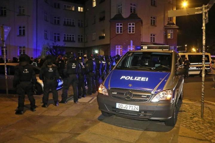 60 Polizisten waren bei der Abschiebung im Hechtviertel im Einsatz.