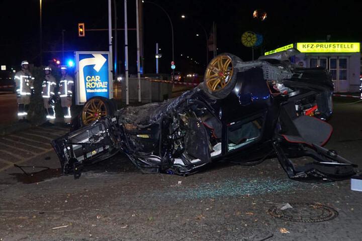 Der Fahrer des Audis fuhr offensichtlich zu schnell und verursachte so möglicherweise den Unfall.