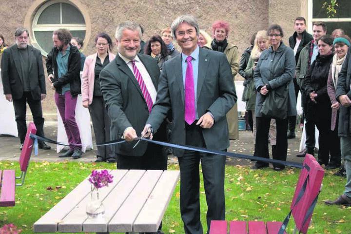 "Professor Friedrich Funke (l.), Dekan der Fakultät Erziehungswissenschaften  und TU-Rektor Hans Müller-Steinhagen eröffnen den ""Lehrsaal""."