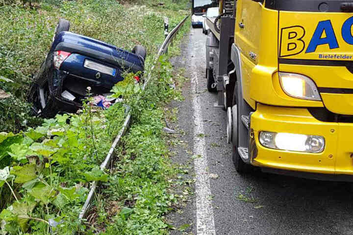 Eine Frau wurde bei dem Unfall leicht verletzt.