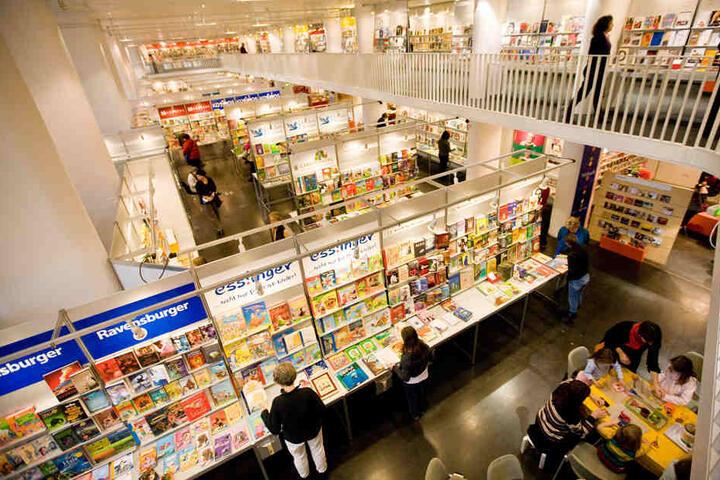 Die Buchwochen im Haus der Wirtschaft ziehen jährlich über 110.000 Besucher an.